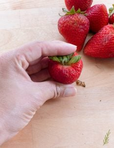 Sense & Edibility's How to: Hull a Strawberry