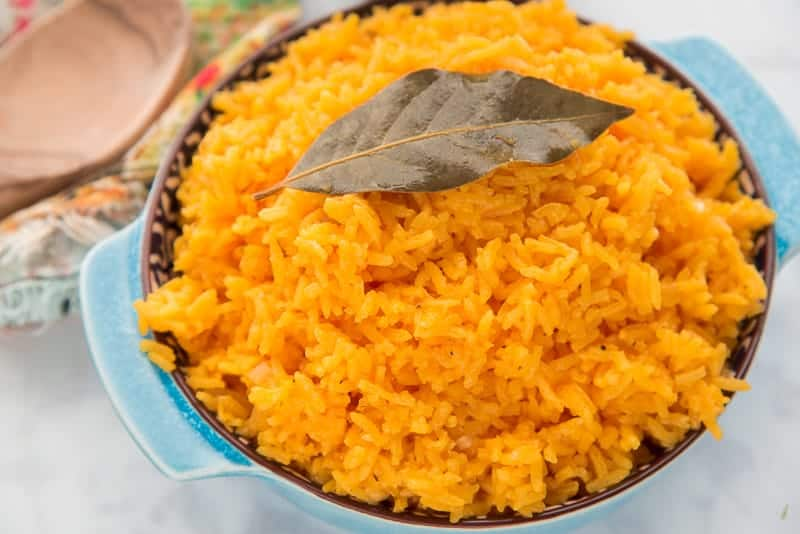 A final fluff of the Arroz Borracho and you're ready to dig in.