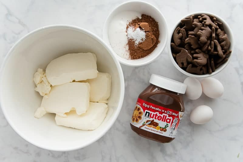 The ingredients needed for the Nutella Cheesecake