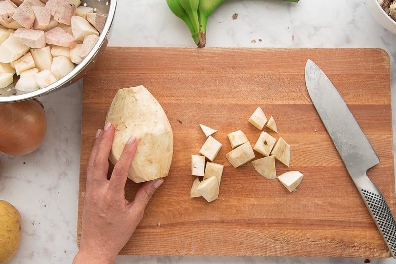 Cutting the batata into chunks