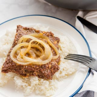 Bistec Encebollao (Cube Steak Smothered in Onions)
