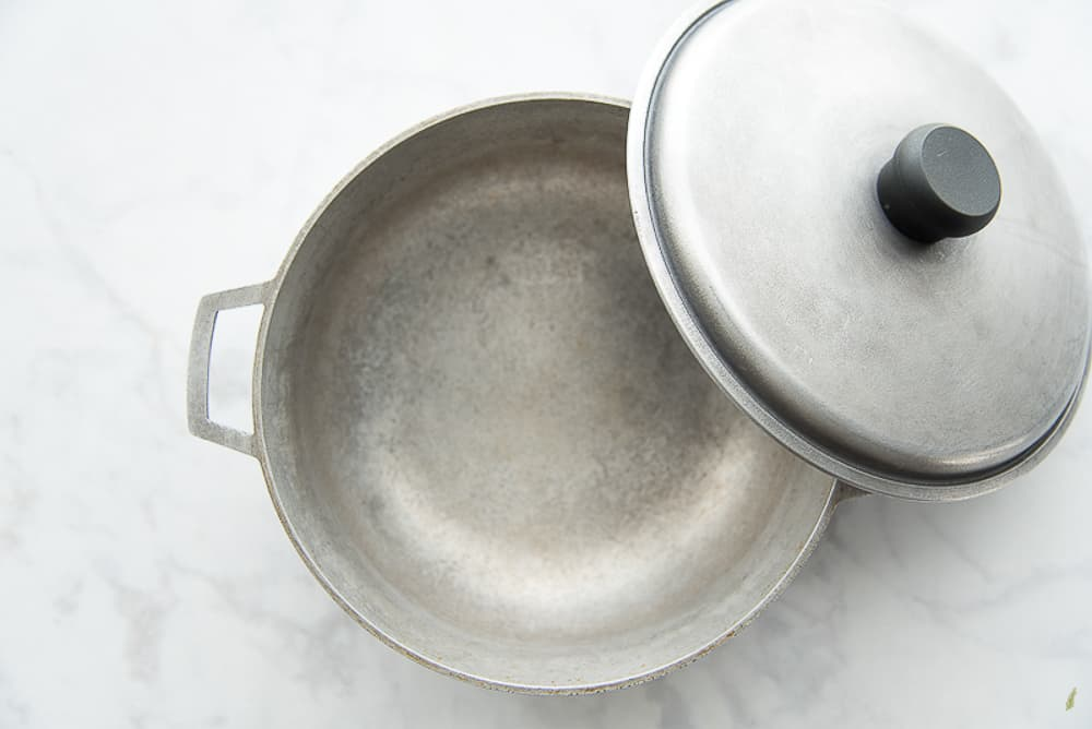 An image of an cast aluminum caldero. The most popular cooking pot in Puerto Rico
